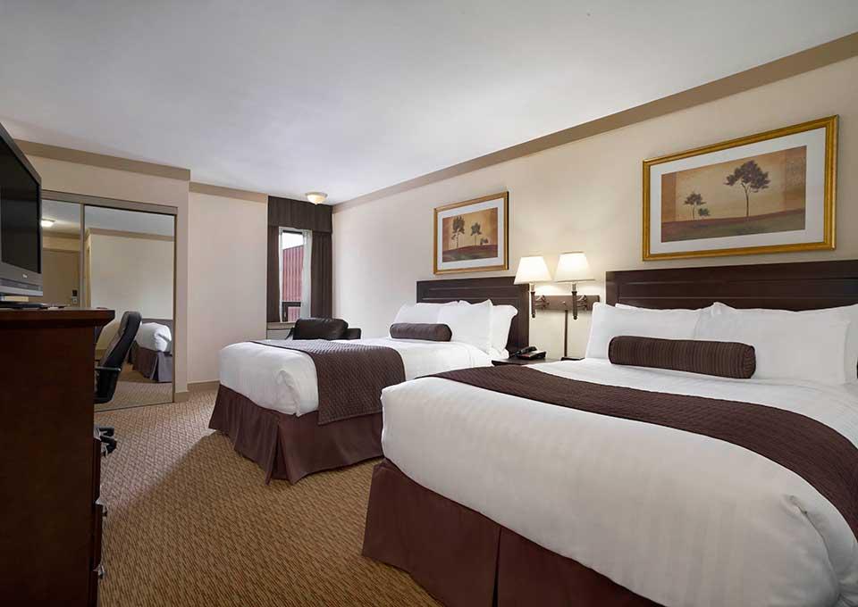 Days Inn  U0026 Suites