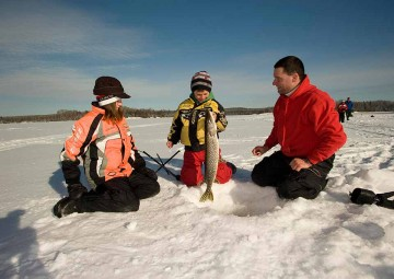 ice-fishing-photo-2