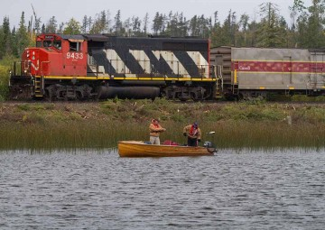 train-in-fishing-photo-8