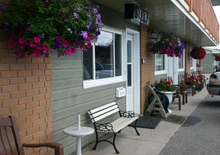 white-river-motel-photo1