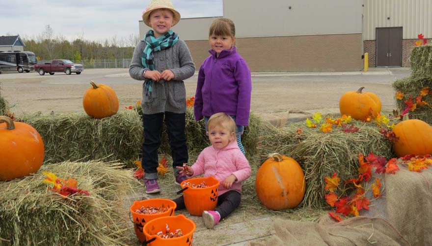 tasteofhearst_children_pumpkins