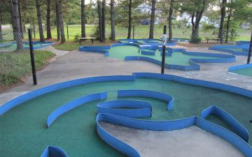 COURSE-5-HOLE-1-josee-Dinosaur-valley-Mini-Golf