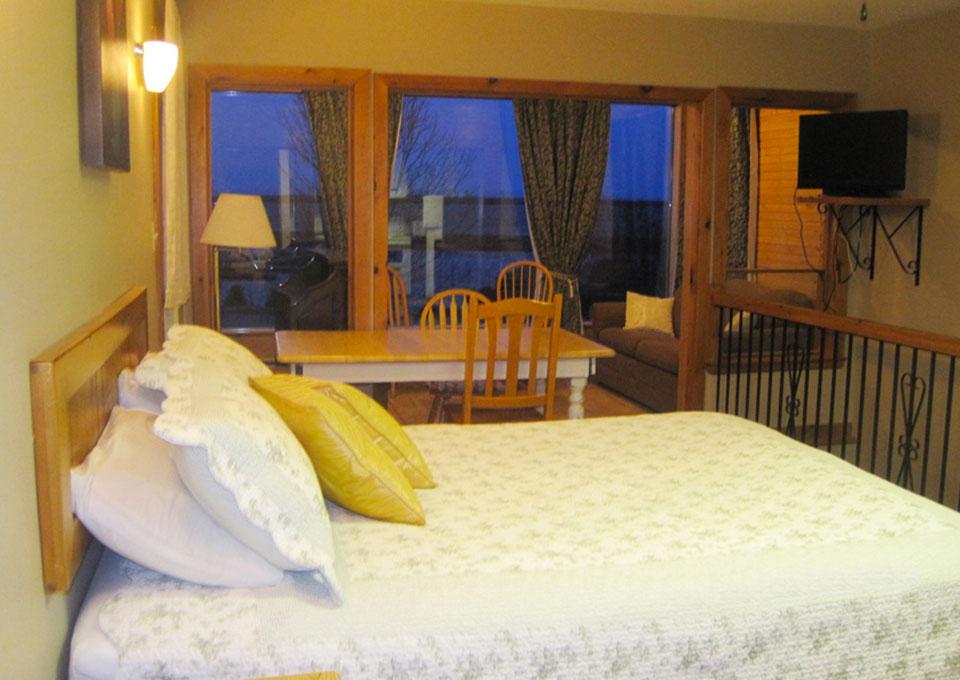 HiltonBeachInn-Room03