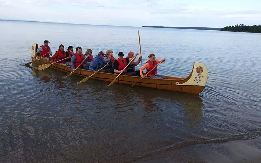 voyageurs_canoe_batchawanabay