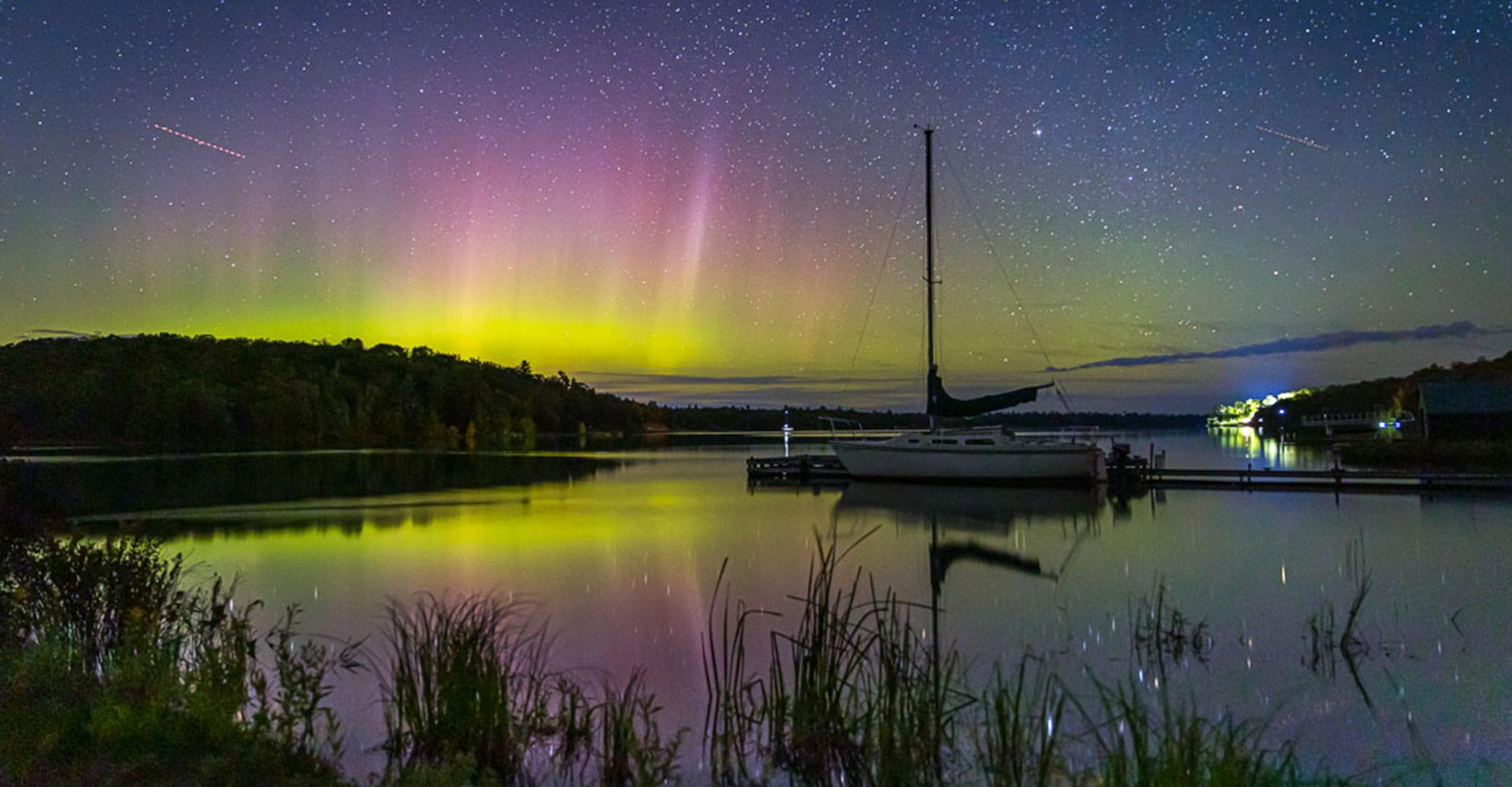 Gawas-Bay-Sailboat-and-Aurora-Borealis-Sept