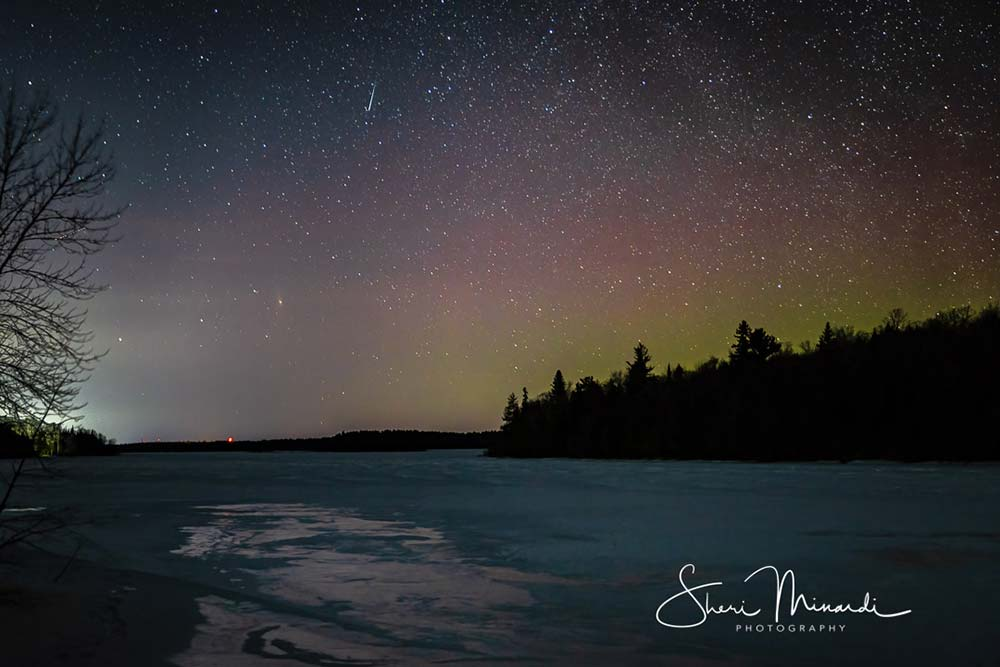 Shooting-Star-Aurora-and-Mars-March